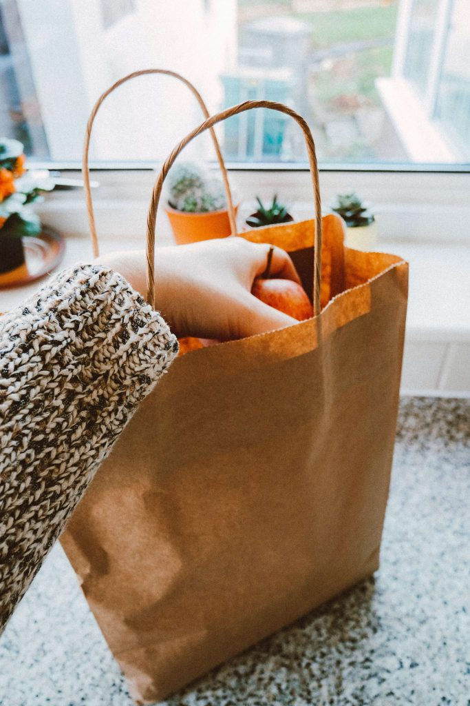using a paper bag to be zero waste during the coronavirus